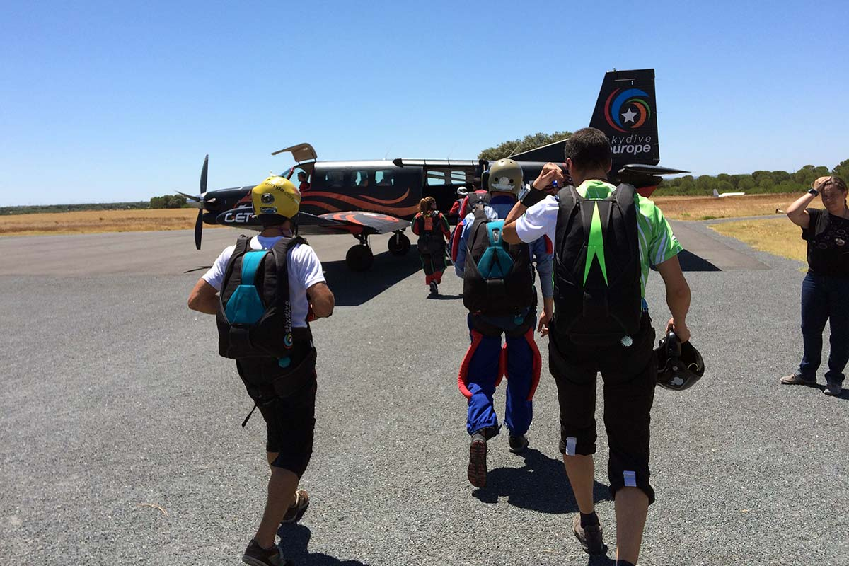 curso-paraquedismo-boarding_2x.jpg