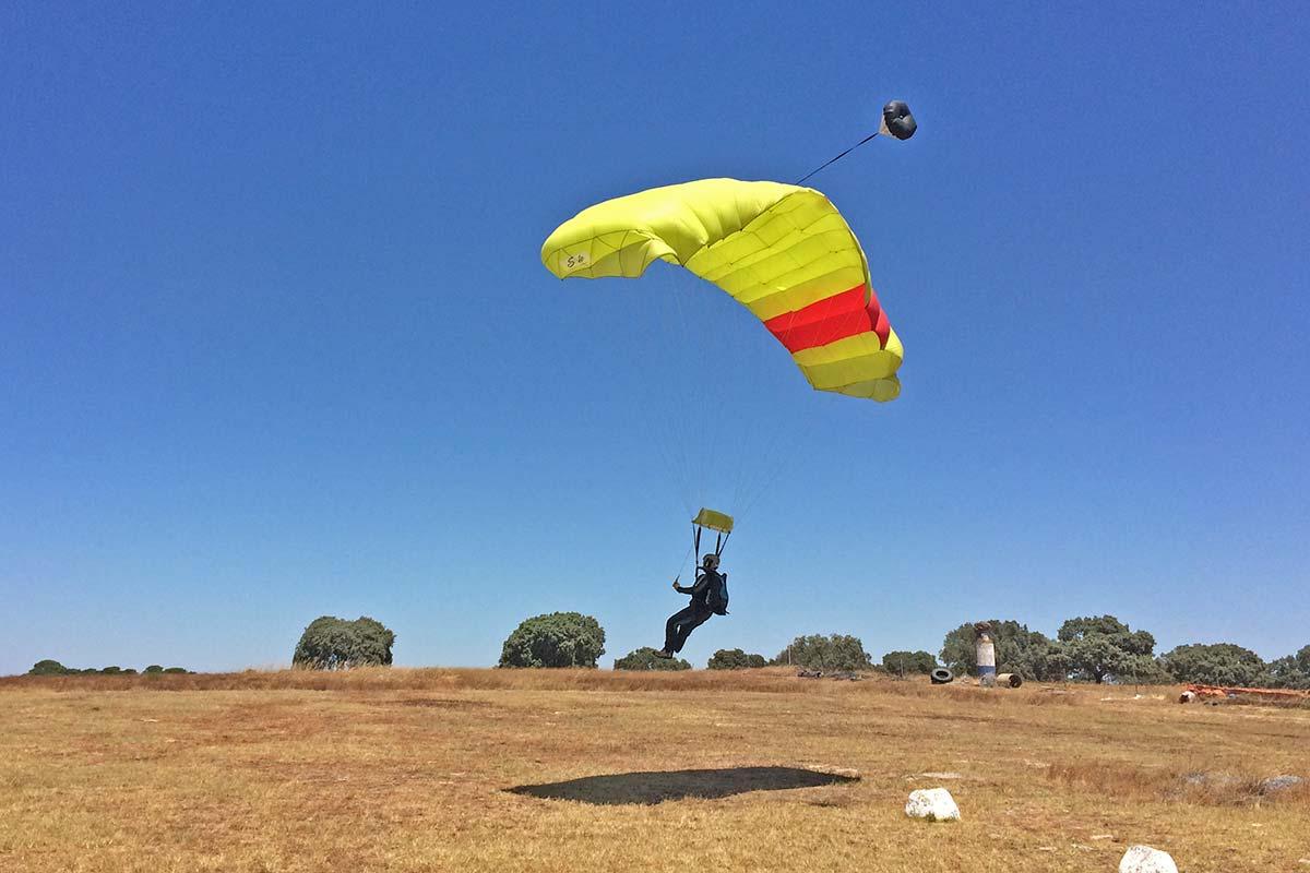 curso-paraquedismo-landing_2x.jpg