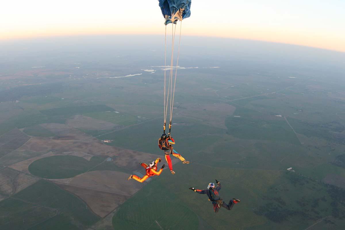 curso-paraquedismo-opening_2x.jpg