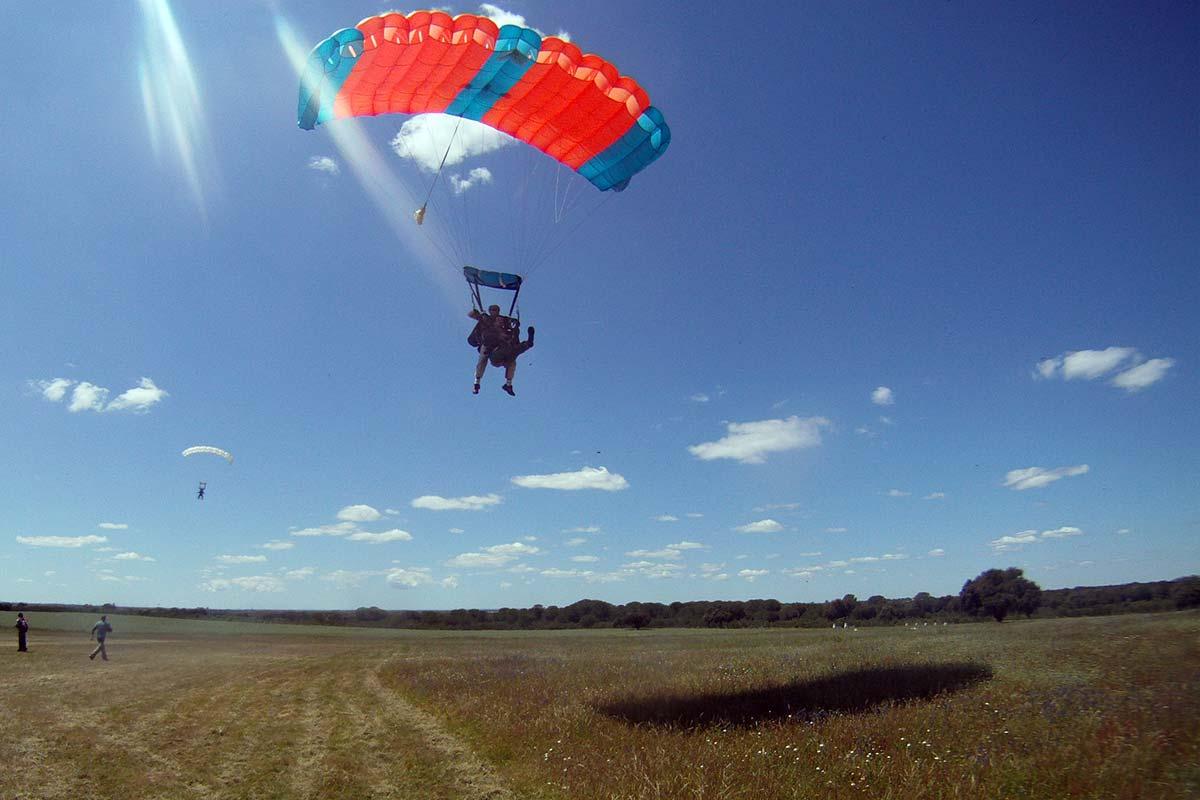 salto-de-paraquedas-tandem-boarding_2x.j